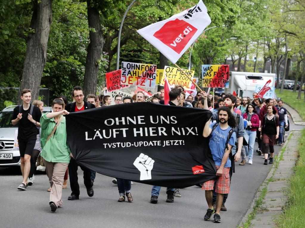 """Demo mit Banner """"Ohne uns läuft hier nix! TVStud-Update jetzt!"""""""